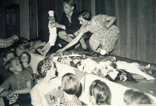 PUPPENSPIEL OSTERSTEG SCHULE LEER 1953 ANNELIESE ZIMMERMANN NACHLASS OPPERMANN KL 500X341 1